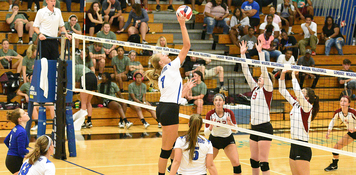 Photo for No. 5 Volleyball sweeps doubleheader on first day of LWC Classic